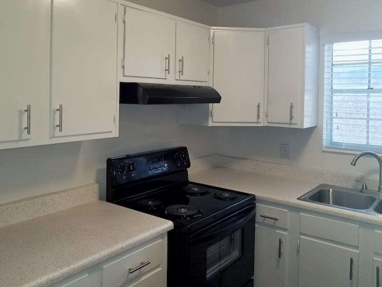 kitchen at Heritage Park Apartments in Tallahassee, FL 32304