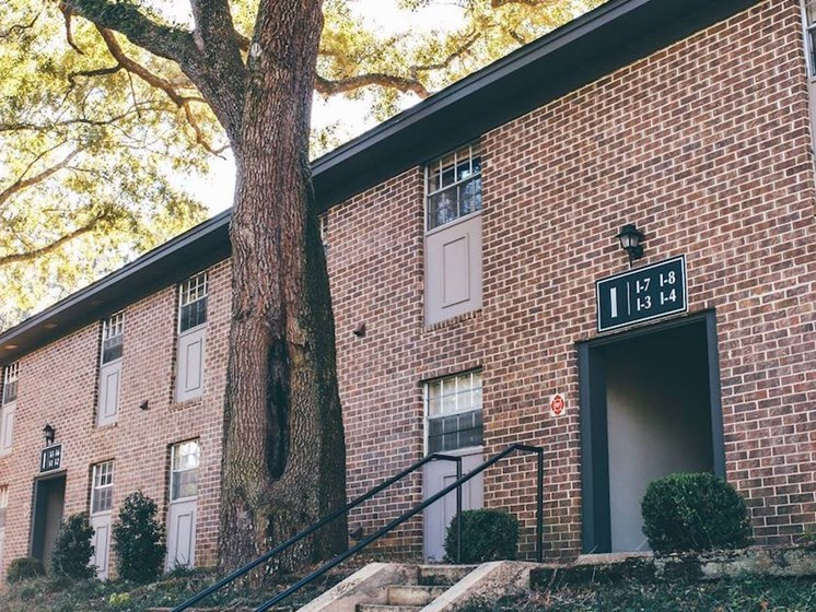 well-kept Heritage Park Apartments in Tallahassee, FL 32304