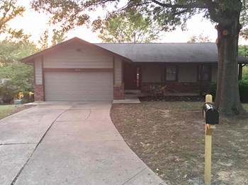 424 Oak Pl. 4 Beds House for Rent Photo Gallery 1