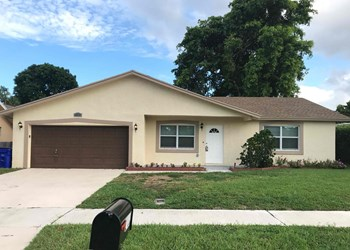 2703 SW 14th Drive 3 Beds House for Rent Photo Gallery 1