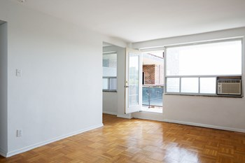 291 Avenue Road Studio-1 Bed Apartment for Rent Photo Gallery 1