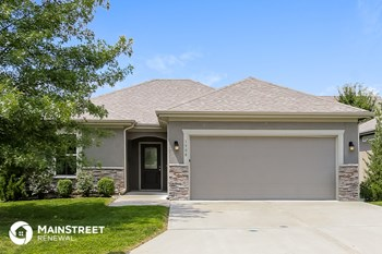 1508 NE Jaclyn Dr 2 Beds House for Rent Photo Gallery 1