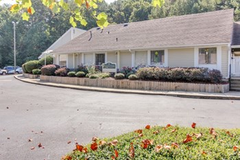 2149 Emerald Pointe Drive 1-3 Beds Apartment for Rent Photo Gallery 1