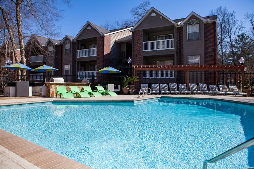 The Pointe at Lenox Park pool.