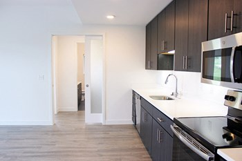 910 E Land Place 1-2 Beds Apartment for Rent Photo Gallery 1