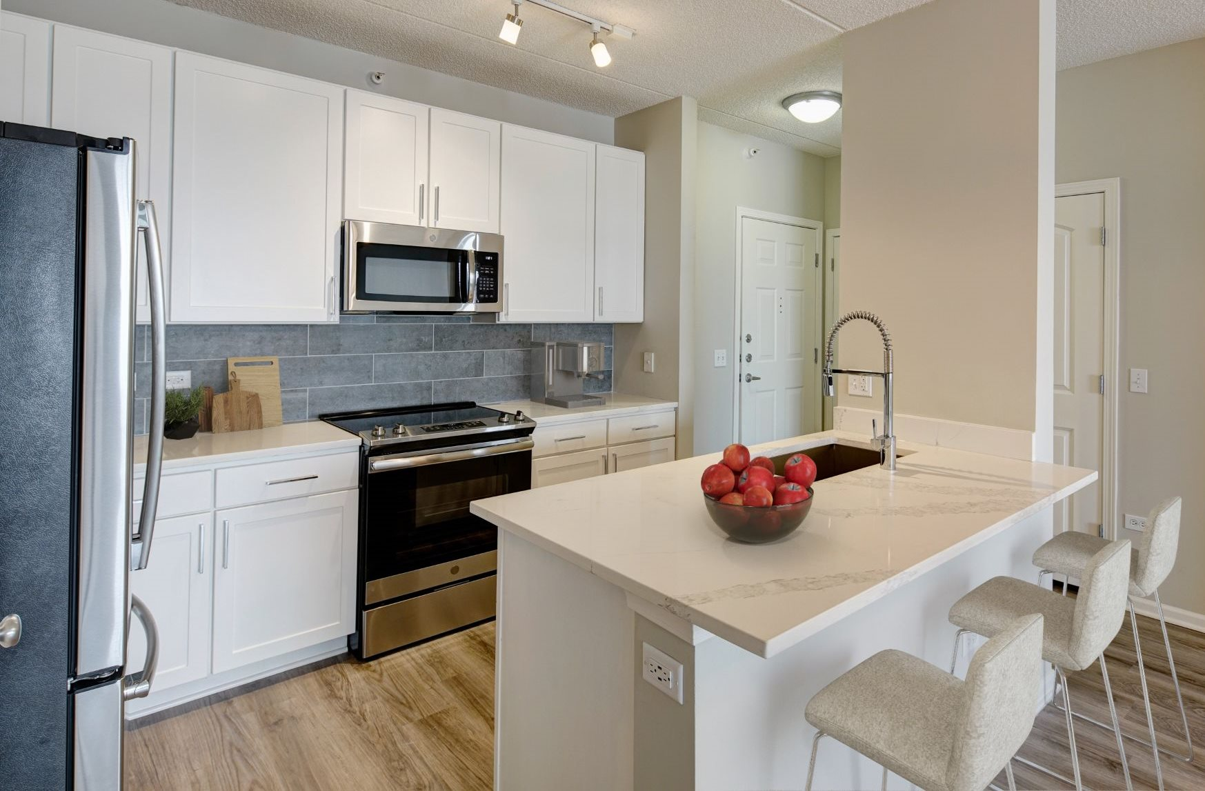 Fitted Kitchen With Island Dining at The MilTon Luxury Apartments, Vernon Hills, Illinois