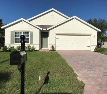620 SE 1st Place 4 Beds House for Rent Photo Gallery 1