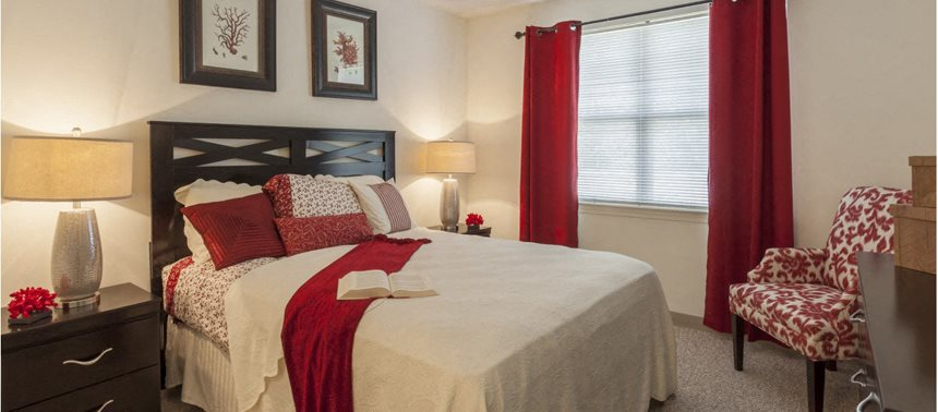 Modern Bedroom Interiors at Quail Run Apartments in Stoughton, MA 02072