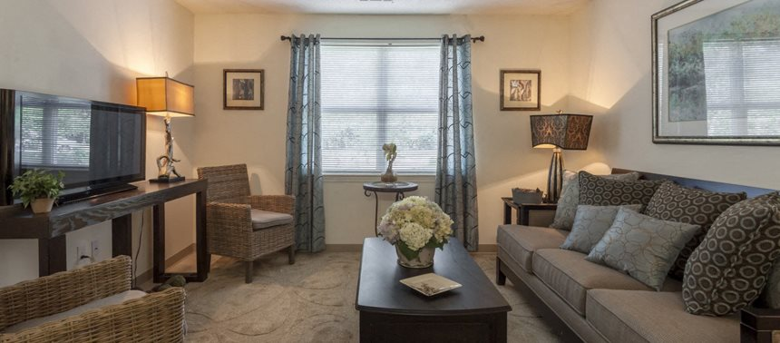 Living Room at Quail Run Apartments, 12 Buckley Rd, Stoughton, MA 02072
