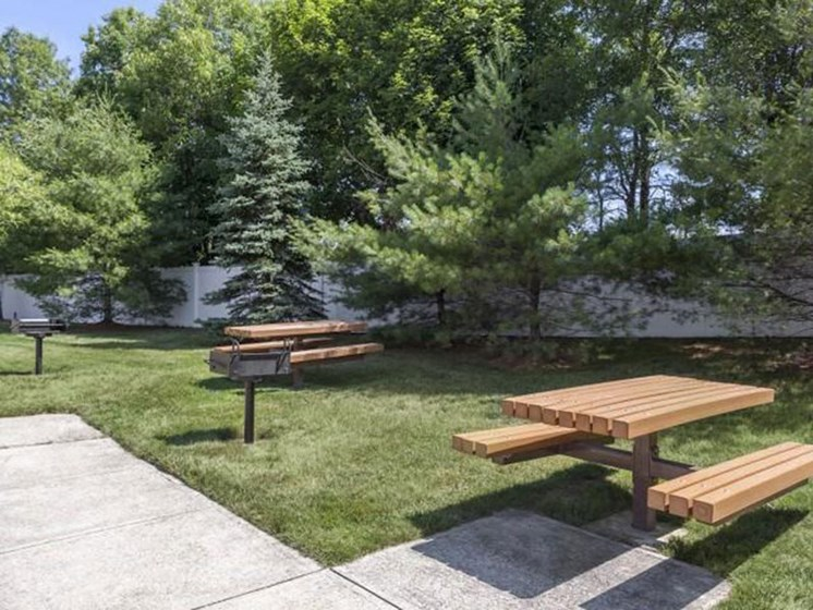 Community Picnic Area at Quail Run Apartments in Stoughton, MA