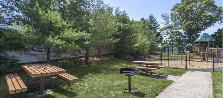 Outdoor Picnic Area at Quail Run Apartments in Stoughton, MA 02072