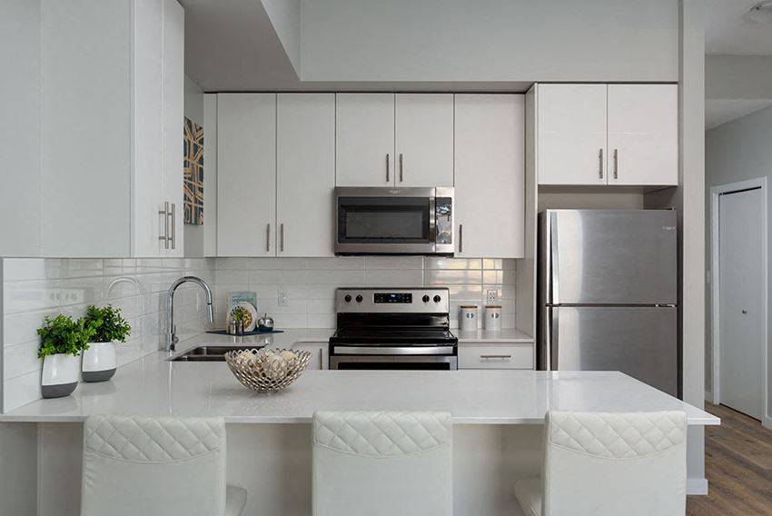 Glenmore Central in Kelowna, BC kitchen breakfast bar with quartz counter tops