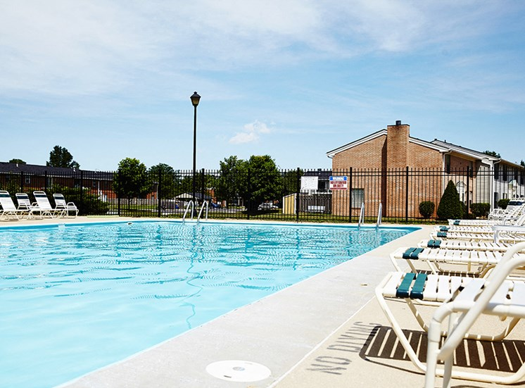 Apartment with pool in Mishawaka