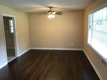 2951 Gray Rd SE 3 Beds House for Rent Photo Gallery 1