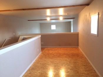 1617 NE Alberta Studio Apartment for Rent Photo Gallery 1