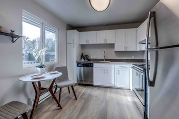 6206 S.153Rd Street #10 2 Beds Apartment for Rent Photo Gallery 1