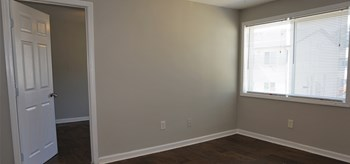 936 Mayson Turner Rd NW 2 Beds Apartment for Rent Photo Gallery 1