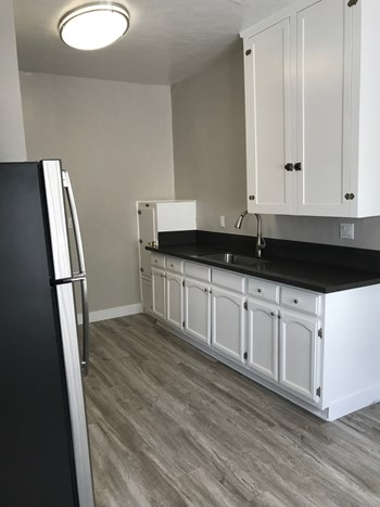 1314 Sutherland St. Studio Apartment for Rent Photo Gallery 1