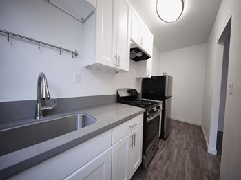 719 N. Heliotrope Dr. Studio Apartment for Rent Photo Gallery 1