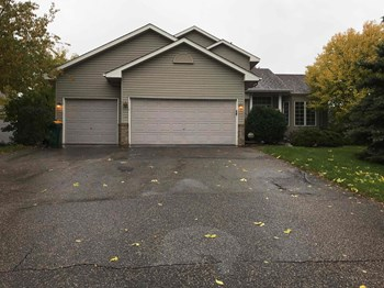 9407 CHERRYWOOD AVENUE N 4 Beds House for Rent Photo Gallery 1