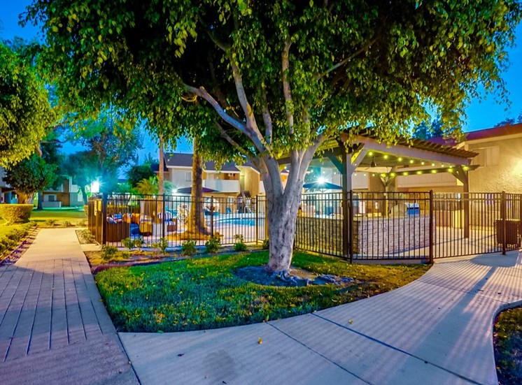 Courtyard With Green Space at Pacific Trails Luxury Apartment Homes, Covina
