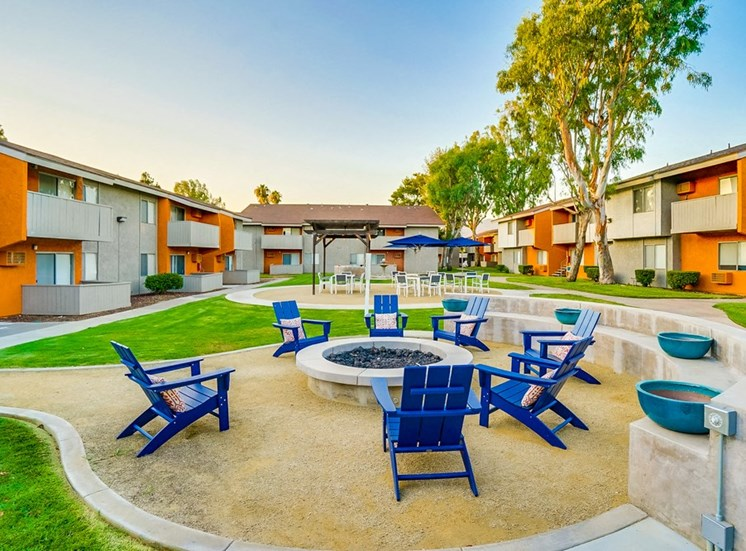 Circular Firepit at Pacific Trails Luxury Apartment Homes, Covina, California