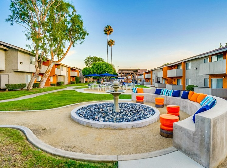 Beautiful Courtyard With Walking Paths at Pacific Trails Luxury Apartment Homes, Covina, CA