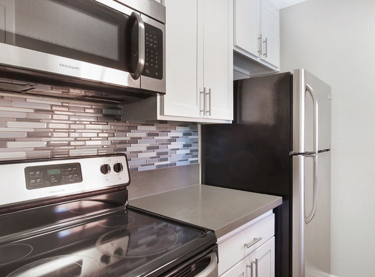 Efficient Appliances In Kitchen at Pacific Trails Luxury Apartment Homes, California, 91722