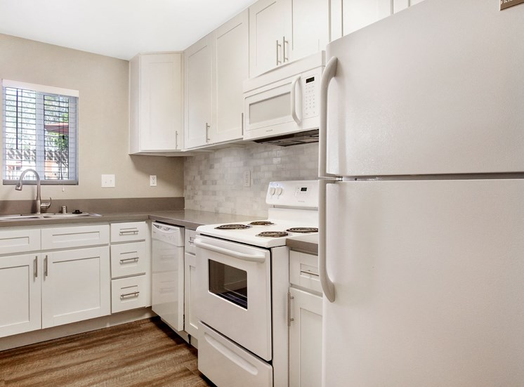 Efficient Appliances In Kitchen at Pacific Trails Luxury Apartment Homes, Covina, 91722