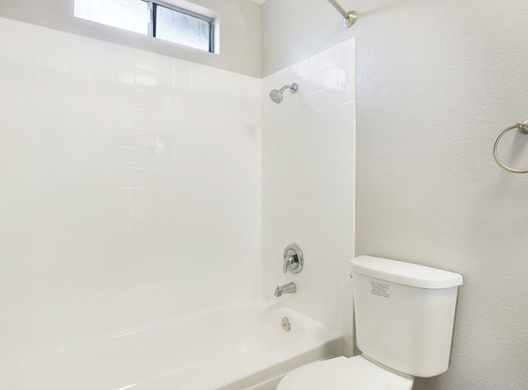 Bathroom With Bathtub at Pacific Trails Luxury Apartment Homes, Covina, California