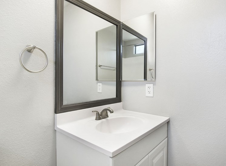 Modern Bathroom Fittings at Pacific Trails Luxury Apartment Homes, Covina