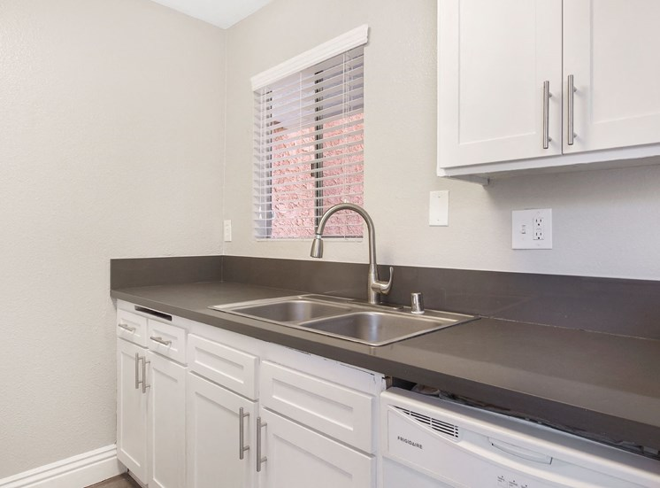 Quartz Countertops In Kitchen at Pacific Trails Luxury Apartment Homes, Covina, CA, 91722