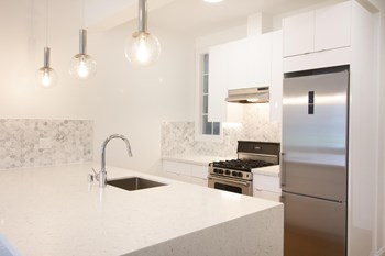 2844 Lyon Street Studio-3 Beds Apartment for Rent Photo Gallery 1