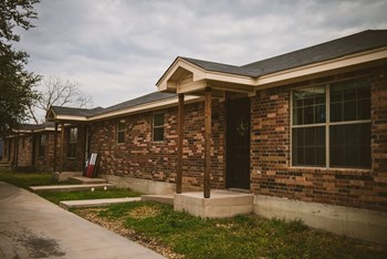 913 East Lewis Drive 3 Beds Apartment for Rent Photo Gallery 1