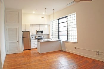 326 E. Broad 3 Beds Apartment for Rent Photo Gallery 1