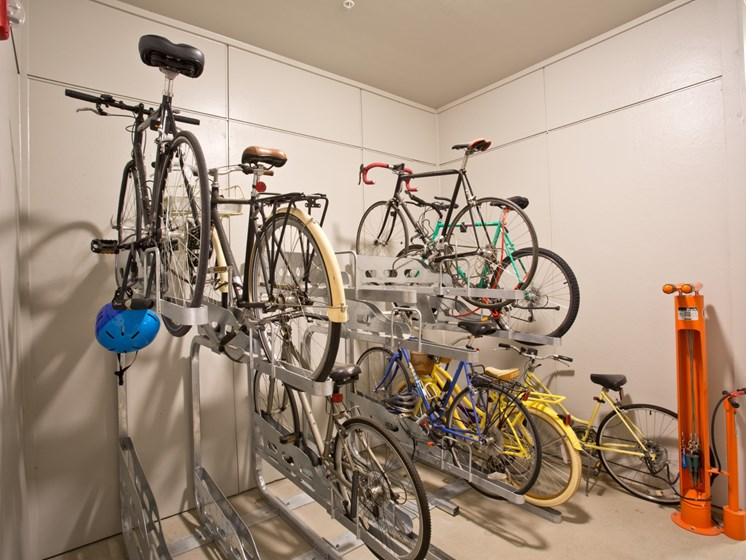 apartments in uptown dallas with bike storage