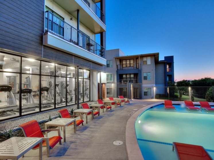 apartments in uptown dallas with pool