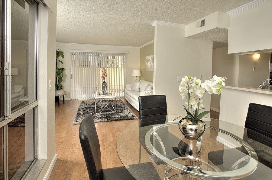 Vacaville CA Apartments for Rent-Creekside Gardens Apartments Dining Room