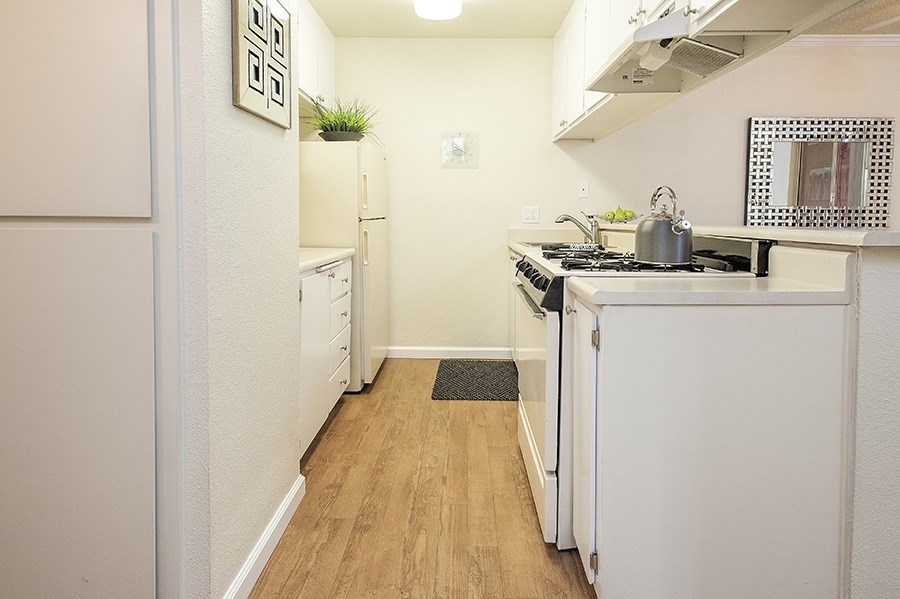 Apartments in Vacaville for Rent-Creekside Gardens Apartments Kitchen