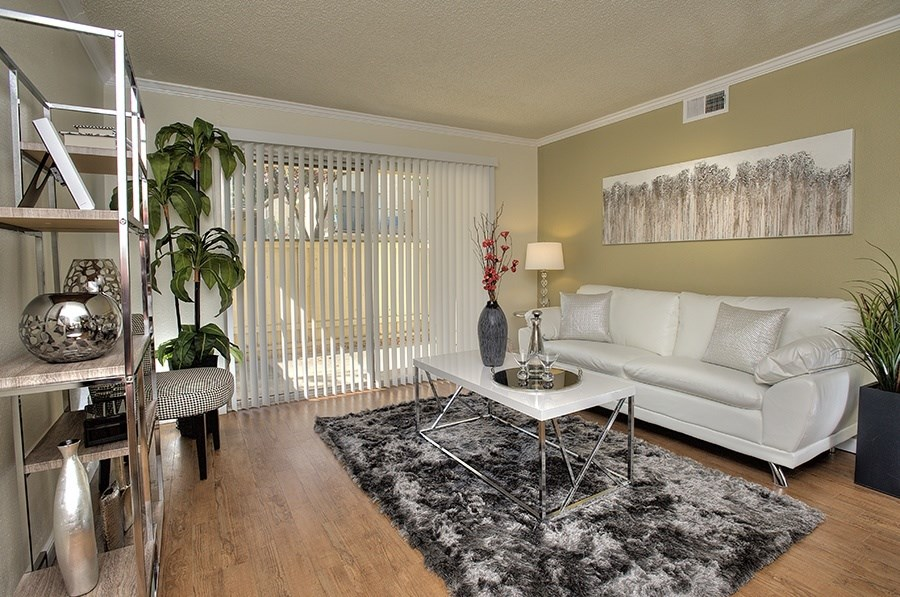 Luxury Apartments in Vacaville-Creekside Gardens Apartments Living Room
