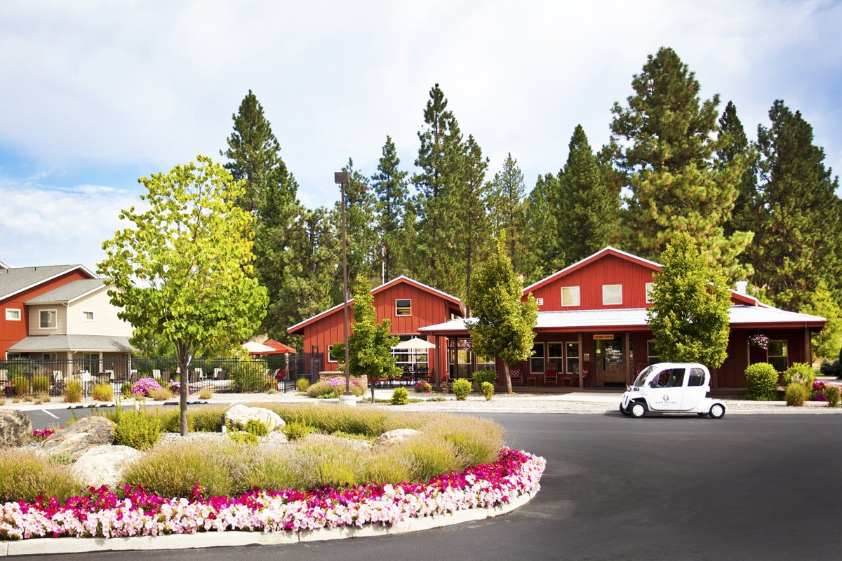 Pine Valley Ranch Apartments Exterior Clubhouse