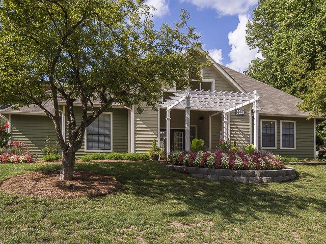 Leasing Office | Landmark at Battleground Park Apartment Homes Greensboro, NC