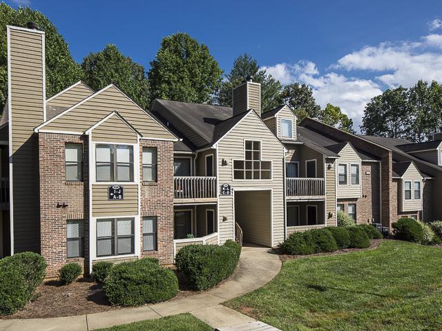 Building Exterior | Landmark at Battleground Park Apartment Homes Greensboro, NC