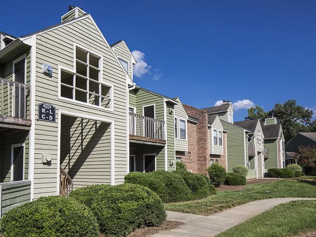 Apartment Building | Landmark at Battleground Park Apartment Homes Greensboro, NC