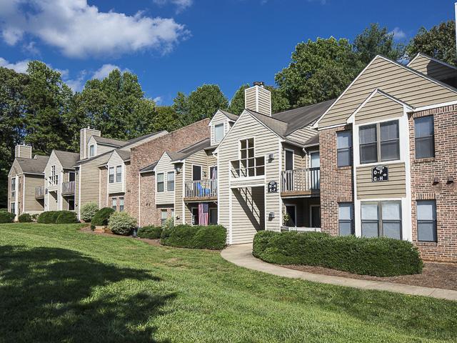 Apartment Exteriors | Landmark at Battleground Park Apartment Homes Greensboro, NC