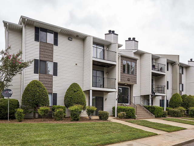 Apartment Building | Victoria Park Apartment Homes Charlotte, NC