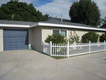 415, 417, 419 Emerson Street 2 Beds Apartment for Rent Photo Gallery 1