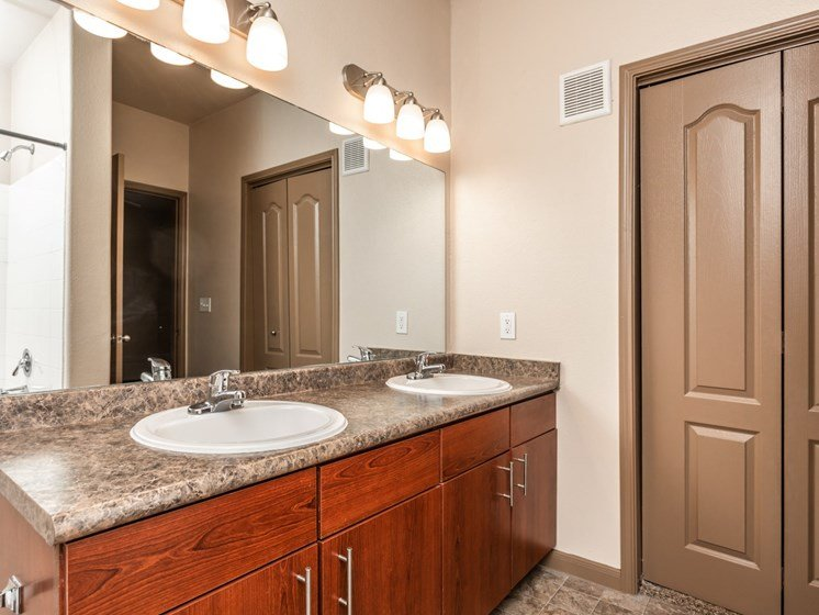 luxury apartments in north san antonio with upgraded bathrooms