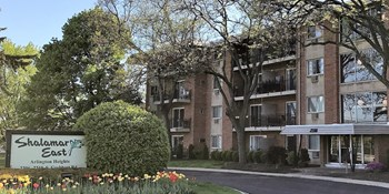 2206-2210 S. Goebbert Road 1 Bed Apartment for Rent Photo Gallery 1