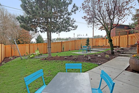 Westside Flats Apartment Homes Outdoor Backyard and Patio Table